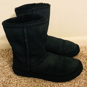 UGG Woman's Black Short Classic Boots Size 10